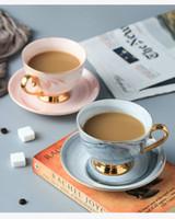 свободные фарфоровые чашки оптовых-Костяной фарфор чашки набор мраморных кофейных чашек в новом дизайне в 2 цветах и узор тонкий для красного чая и кофе Бесплатная доставка