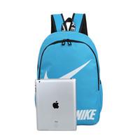 mochilas al por mayor-Mochila con estilo de la marca con la letra y la marca impresa New Tide Backpack Designer School Bag Mochila con estilo Hombres Bolsas de lujo para las mujeres