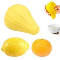 mini limon sıkacağı toptan satış-Mutfak Meyve Limon Sıkacağı Sarı Mini Çok Fonksiyonlu Silikon El Basın Sıkacağı Mutfak Aracı Yeni Gelmesi