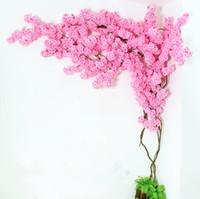 ingrosso cherry blossom fake flowers-Fake Cherry Blossom Branch più teste di fiori Sakura Tree Stem 10 colori per l'evento Wedding Tree Decoration Artificial Decorative Flowers