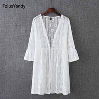blusas do quarto preto venda por atacado-Camisa blusa de renda mulheres com decote em v three quarter flare manga solta verão blusa preto branco kk3574
