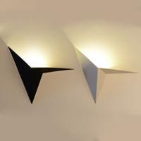 minimalist çalışma odası toptan satış-Demir Üçgen LED Duvar Lambası Nordic Minimalist Yaratıcı Yatak Odası / yatak / çalışma / otel / misafir Odası / ayna Ön Duvar Lambası