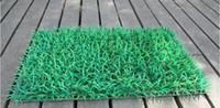 ingrosso tappeto erboso artificiale-Simulazione di tappeto di tappeto erboso artificiale di simulazione di tappeto erboso di plastica libera 60cm * 40cm prato verde per la decorazione del giardino di casa
