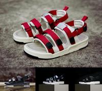erkekler için mavi sandaletler toptan satış-Toptan YENI moda nedensel slayt sandalet erkekler kadınlar üçlü siyah beyaz kırmızı mavi Klasik moda Düz ayakkabı yüksek kalite sneaker eur 36-45