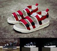 sandalias azules de las mujeres nuevas zapatos al por mayor-Venta al por mayor NUEVA moda causal sandalias de deslizamiento hombres mujeres triple negro blanco rojo azul clásico de moda zapatos planos de alta calidad zapatillas de deporte eur 36-45