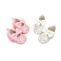 mary jane schuhe bogen großhandel-Süße Prinzessin Baby Girl Pink und Weiß Schuhe Bow Pu Leder Mary Jane Solide Krippe Babe Infant Kleinkind Schuhe 0-18 Mt