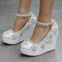 gelin ayakkabıları kama topuk toptan satış-Gelin Ayakkabıları Düğün kama topuk Toka Kristal Yüksek Topuk Ayakkabı Rhinestone İnci Köpüklü Düğün Prenses Ayakkabı