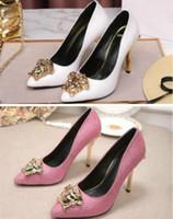 wild stiletto schuh großhandel-2018 Mode und bequeme Damenschuhe Mode wilde neue Stiletto spitzen Leder Schuhe mit hohem Absatz Laufstegmodelle