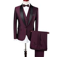 nuevos diseñadores trajes novio al por mayor-2017 Nuevo Diseñador Mens Wedding Groom Suits Wine Red Business Traje Casual Formal 3 Unidades (Chaleco + Pant + Chaleco) Party Male Blazers