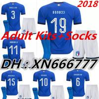 itália kit jersey venda por atacado-Itália maillot de foot 2018 Adulto Kits + Meias de futebol Jersey CANDREVA CHIELLINI EL SHAARAWY BONUCCI INSIGNE chandal 2019 camisa de Futebol dos homens