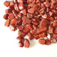 grava de cristal rojo al por mayor-100g Red Jasper Cuarzo Cristal de grava Decora el acuario Pecera de piedra Caída Triturada Irregular Forma en forma de chips Hacer Reiki Curación áspera