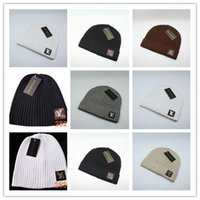 gorro holgado grueso al por mayor-Marcas de lujo al por mayor V Otoño Invierno Unisex sombrero de lana moda casual Carta sombreros para hombres mujeres diseñador gorra