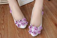 flieder high heels schuhe großhandel-Flieder-Blumen-3Cm niedrige Ferse-Hochzeits-Schuhe Beleg auf Kätzchen-Fersen-Brautschuhen 5Cm / 8CM Absatz-Frauen pumpt Fersen