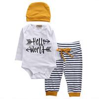 bebek donanma kıyafeti toptan satış-2018 Yenidoğan Bebek Erkek Merhaba Dünya Uzun Kollu Romper Donanma Çizgili Uzun Pantolon Sarı Şapka 3 Adet Set Kıyafetler Mektubu Baskı Çocuklar Çocuk Giysileri