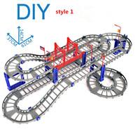 faixas elétricas venda por atacado-Kits de construção de Blocos de Tijolos 88 pcs Carro de Trilho Elétrico Carro com Trilha de Trem Pista de Corrida de Carro de Brinquedo Brinquedo Educacional Puzzle para crianças