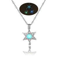 collar de punta hueca al por mayor-Hollow Five Acentuado Estrella Colgante Collar Para Las Mujeres Joyería Brillando En La Oscuridad Luminosa Gargantilla Collar