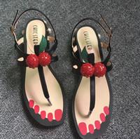 linda sandalia roja al por mayor-Mujeres Sandalias de verano Boutique Lujo Simple Noble Perla Brillante rojo Cereza linda Marca de Moda sexy ladies hollow sandalias ocasionales