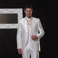 beyaz fildişi damat smokinleri toptan satış-Beyaz / Fildişi Saten Erkekler Düğün için Standı Collor Akşam Parti Retro Damat Smokin Groomsmen Blazers Suits İtalyan Damat 3 Parça Suits