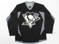 jersey negro de la práctica del hockey al por mayor-PINGTSBURGH PINGÜINOS baratos PRÁCTICA NEGRA HOCKEY JERSEY puntada agregar cualquier número cualquier nombre Mens Hockey Jersey XS-5XL
