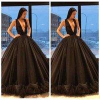 ingrosso abito da sposa in principessa-2018 Medio Oriente Dubai Abaya Ball Gown Sexy Scollo a V Scollo nero Abiti da ballo senza maniche Ruffles Bottoni Gonne Principessa Abiti da sera