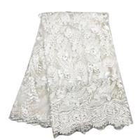 spitze bestickte hochzeitskleider großhandel-Weißes Europa Amerika 3D bestickte Spitze Stoff afrikanischen Hochzeitskleid schöne Blume Blatt für Mode Kleid