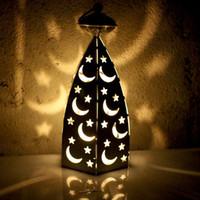 decoraciones de luces de navidad de la vendimia al por mayor-Vintage Moon Star forjado decoración de la boda Navidad hueco linterna hierro candelabro Romantic Party Decor regalo dormitorio luz de la noche nuevo