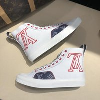 ingrosso marchio logo scarpe-Sneaker da tatuaggio di marca di lusso di marca Mens scarpe da uomo Monogram Canvas High Top Sneakers ricamo grande logo casual da uomo di alta qualità scarpe da ginnastica