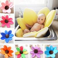 badewannen großhandel-Neugeborenes Baby Badewanne Blütenblatt Form Weiche Sitzmatte Plüsch Einfarbig Infant Nehmen Waschbecken Dusche Schwamm Matte Faltbare Badewanne Kissen