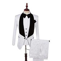 one button white blazer men toptan satış-Son Tasarım Şal Yaka Beyaz Bir Düğme Düğün Damat Smokin Erkek Takımları Düğün / Balo / Akşam Yemeği En Iyi Adam Blazer (Ceket + Kravat + Yelek + Pantolon)