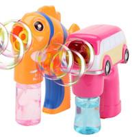 çocuklar için elektrikli oyuncaklar karikatür toptan satış-Yüksek kaliteli karikatür elektrikli baloncuk makinesi araba çirkin çirkin balık şekli kare açık kabarcık silah oyuncak hediye çocu ...