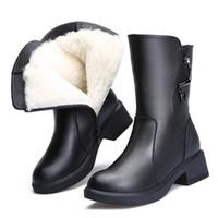 chaud bottes de neige chevalier achat en gros de-Les plus populaires 2018 nouvelle mode hiver chaussures en cuir de vachette épaisse avec des talons bas confort bottes de neige en laine noir Knight Boots bottes femmes