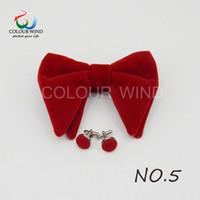 pajarita de mariposa negra al por mayor-Diseño Hombre sólido Micro Suede Bow Ties Set Mujeres Gran mariposa Cuff-link Suave Negro Rojo Bowtie Para el novio Hombre boda
