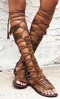 joelho alto amarrar botas venda por atacado-Mulheres verão joelho botas altas boho estilo sandálias flat cross tie gladiador sapatos boemia franjas saltos rasos recortes lace up sandalis botas