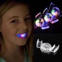 luces intermitentes led al por mayor-Para Halloween asustado divertido brillo dientes juguetes LED luz intermitente color de flash boca Guardia pieza juguete de fiesta