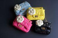 boncuklu kedi poşetleri toptan satış-Bebek Çiçek boncuk Çanta Moda Çocuklar Çanta Küçük Kızlar Hediyeler Toddler Çanta Çocuk Mini Messenger Çanta Çocuk PU Deri Omuz Çantaları