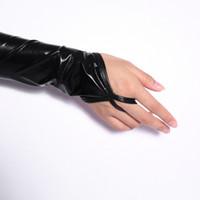 luvas sem dedos femininas sexy venda por atacado-2018 Senhora Mulheres Wet Look Sexy Preto Fingerless Comprimento do Braço Luvas Elásticas Brilhantes Mid-Upper Nova Moda Sólida