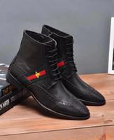 zapatos italianos marrones para hombre al por mayor-Diseñador italiano de lujo para hombre botas de cuero genuino hecho a mano marrón negro negocio masculino vestido botines para zapatos de hombre