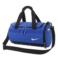 kleidung taschen taschen großhandel-Reise Kleidersack mit Schultergurt Seesack weitermachen hängende Koffer Kleidung Business Bag mehrere Taschen