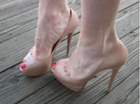 bombas de dedo do pé abertas nu venda por atacado-Nova Moda Nude Patent Leather Platform Dedos Abertos Senhora Peep Toes Sapatos de Salto Alto Sapatos de Casamento Bombas Sandálias Mulheres Stiletto Salto Sapatos
