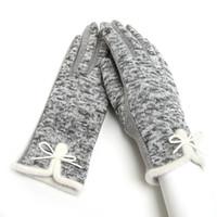 Guanti invernali in lana di cotone delle nuove donne 2018 eleganti guanti  bianchi caldi guanto arco guanti in cashmere Mitaine Guantes 36744ffc4011