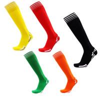 über kniestrümpfe männer großhandel-Fußball Socken Männer Fußball Stocking Over Knie Streifen Feuchtigkeitsaufnahme Anti - Rutsch - Outdoor - Sport Socken Handtuch unteren Socke