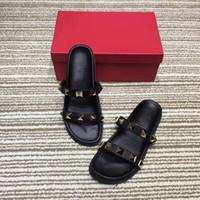 pantoufles plates-formes achat en gros de-2018 été pantoufles rivets orteils ouverts plate-forme sandales pantoufles à talons plats pour les femmes chaussures de plage chaussures de plein air éraflures 4 couleurs