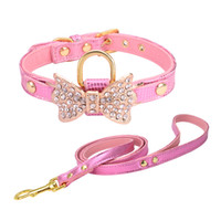 correas personalizadas al por mayor-Collares para mascotas de cuero de perro de diseño personalizado lindo más servicio de aseo conjunto de arnés de correa de collar a juego arnés de cachorro de peine
