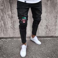 yeni pantolon desenli erkekler toptan satış-Erkek Kot Sıkı Yırtık Sıska Biker Jeans Karikatür Desen Yok Tered Slim Fit Siyah Denim Pantolon 2018 Yeni