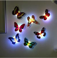 iluminación de la decoración del hogar al por mayor-Luz colorida Mariposa Pegatinas de pared Fácil instalación Luz de noche Lámpara LED Vida en el hogar Habitación para niños Refrigerador Dormitorio Decoración