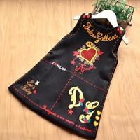 sevimli çiçekli etekler toptan satış-Tasarımcı Logosu Bebek Kız Giysileri Zarif Çiçek Baskılı Elbise Kolsuz Etek Çocuk Sevimli Elbiseler Lüks Kalp Logosu Bebek Kız giyim