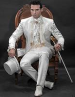 klasik adam siyah beyaz takım elbise toptan satış-Klasik İngiliz Tarzı Beyaz / Siyah Tailcoat Mükemmel Erkekler Resmi Takım Elbise Erkek Giyim Düğün Balo Yemeği Takımları (Ceket + Pantolon + Kravat + Kuşak) NO; 709