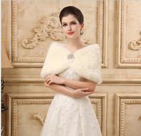 imágenes de la novia abrigo al por mayor-Princesa de piel sintética nupcial Shrug Wrap cabo robó chal Bolero chaqueta de cristal para el invierno boda novia vestidos de dama de honor imagen real 2018