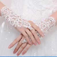 elfenbein farbe brautkleider großhandel-Bridal Gloves Lace Ring Finger Handgelenk Länge Applique Weiß Rot und Elfenbein Drei Farbe Bridal Accessories Kostenloser Versand Wedding Gown