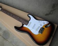 vente de palissandre achat en gros de-Vente spéciale Tabac Guitare Guitare électrique avec manche rosdewood, pickguard blanc, 3 fils, offrant une personnalisation.